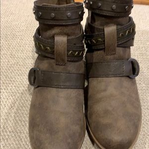 Like new  maurices booties
